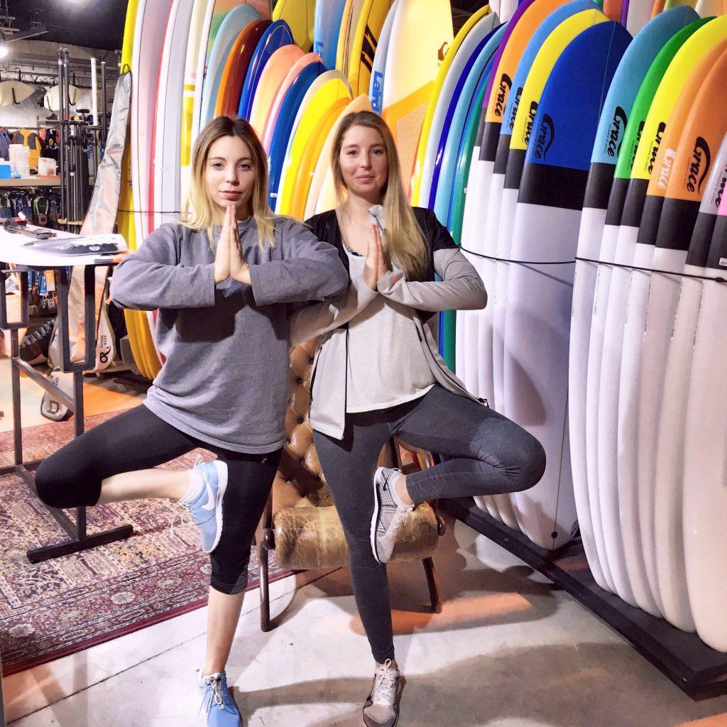 Les soeurs coquillettes font du yoga
