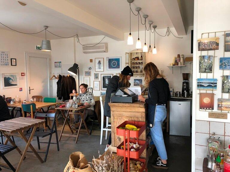 les-soeurs-coquillettes-magnolia-cafe-hossegor-salle