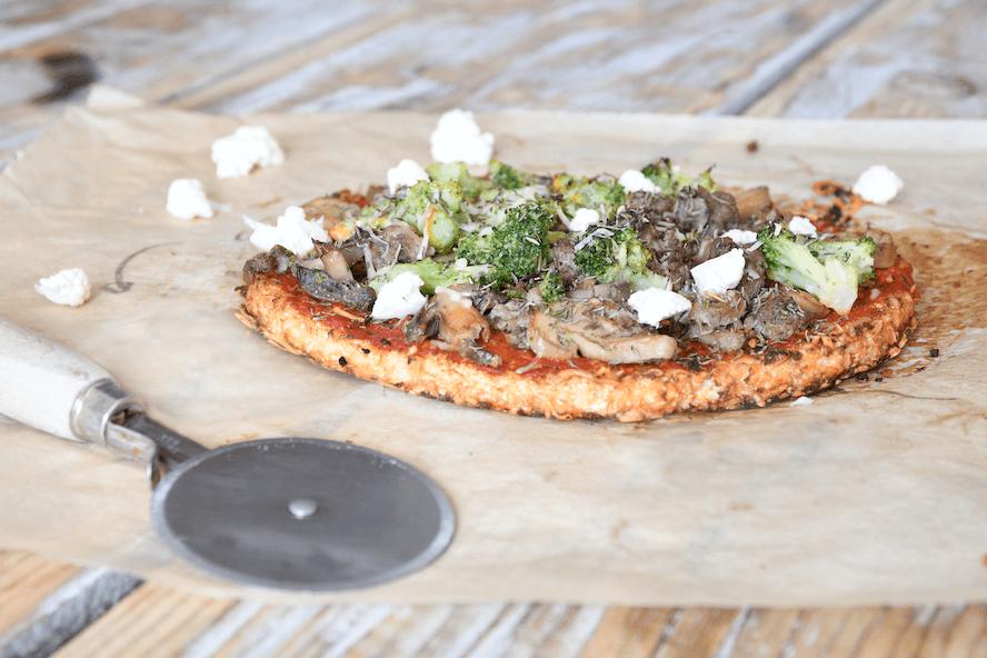 Recette pizza chou-fleur : pâte croustillante & sans gluten