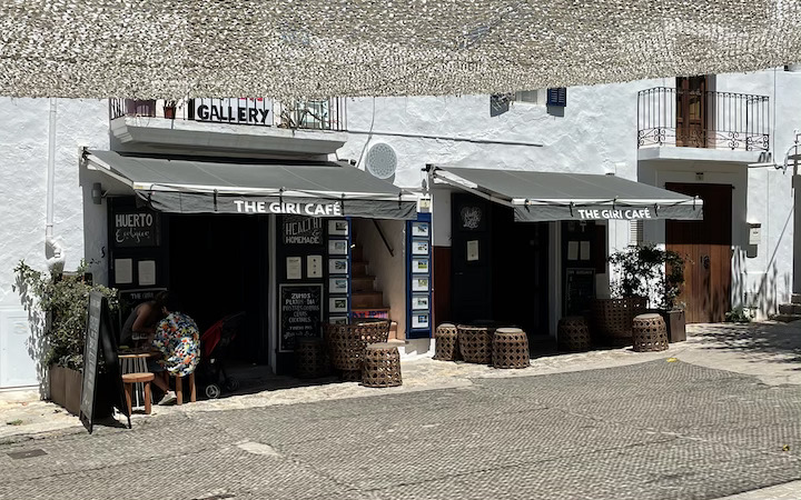 devanture giri cafe